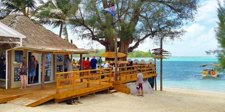 Captain Tama's Lagoon Cruise